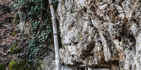A Sólyom-kői barlangszállás