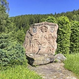 Bergbaudenkmal mit Brunnen