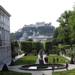 Schloss Mirabell mit Blick auf Festung