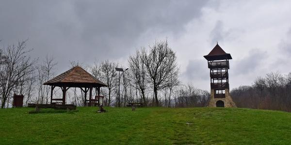 Vár-hegyi kilátó piknikező hellyel