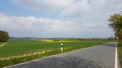 Sonntag, 7. Mai 2017 Strasse zwischen den Dörfern