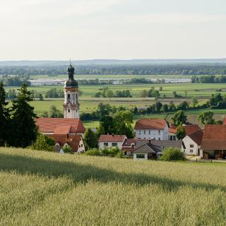 1) Pobenhausen mit Blick ins Donaumoos