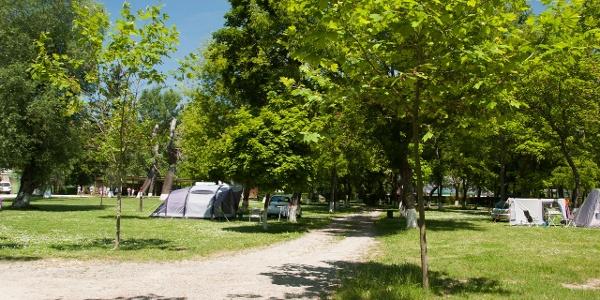 Lakókocsis, sátras terület