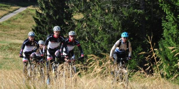 Mountainbiker auf Gipfeltrail
