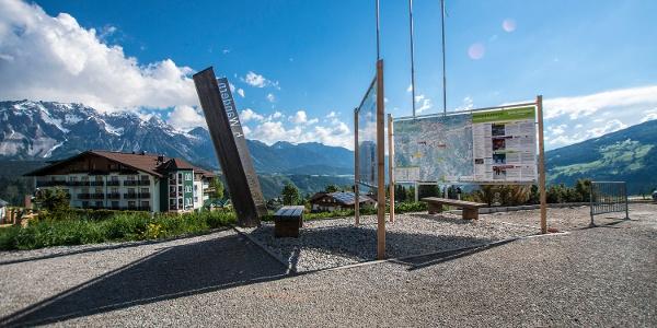 Wanderportal an der Talstation Gipfelbahn Hochwurzen