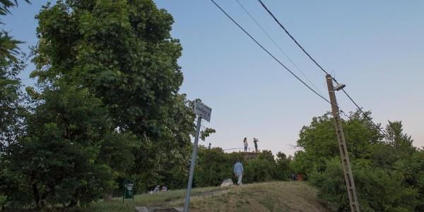 Feljáró a Józsefhegyi út felől