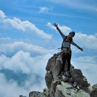 Auf dem luftigen Gipfelgrat