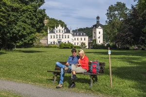 Im Schlosspark Sayn mit Blick auf Schloss Sayn (Foto: Klaus-Peter Kappest, Quelle: Rhein-Mosel-Eifel-Touristik)