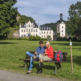 Im Schlosspark Sayn mit Blick auf Schloss Sayn