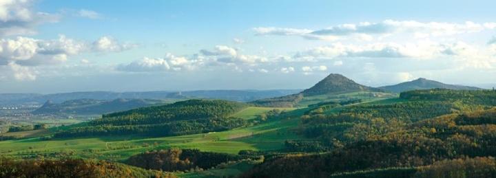 Hegaupanorama vom Hegaublick oberhalb Engen