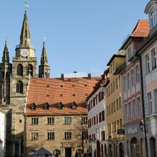 Ansbach: Martin-Luther-Platz mit Blick auf St. Gumbertus, Stadthaus, Markgraf-Georg-Brunnen und Rathaus