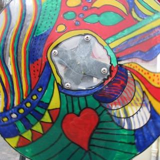 Mit der Drehscheibe am Kaleidoskop kann man immer wieder neue Bilder generieren