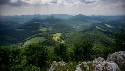 Ein Teil des Panoramas von Tar-kő