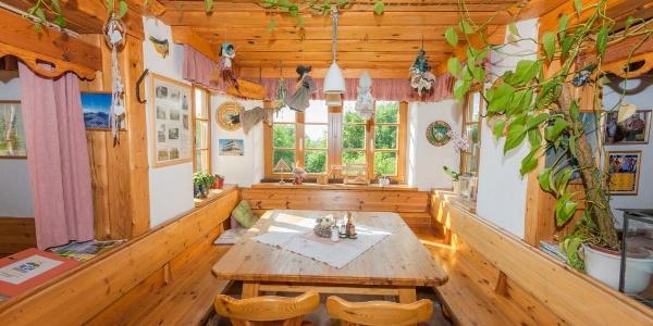 Unser Stammtisch im Schöpfl-Schutzhaus mit herrlichem Ausblick