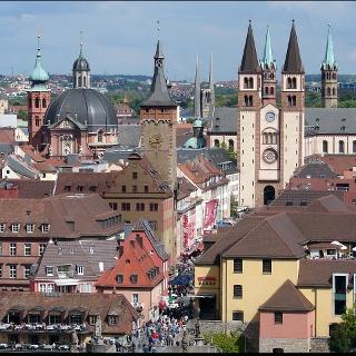 Kollegiatstift Neumünster, Grafeneckart (altes Rathaus) und St. Kiliansdom