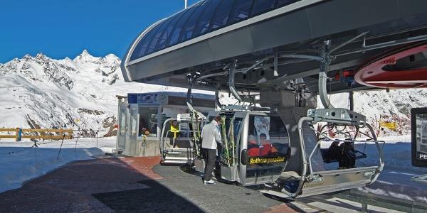 Les bons skieurs peuvent rejoindre le domaine du Rothorn depuis Sunnegga.