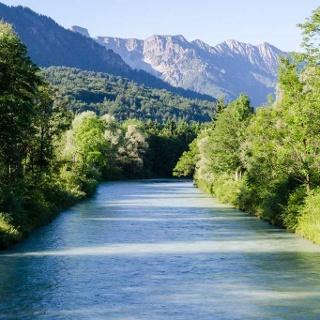 Wanderung - Loisach-Rundweg - Blick über die Loisach in die Berge