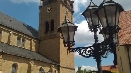 Östringen, Kirche St. Cäcilia in der Ortsmitte