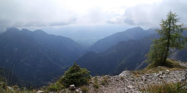 Al Passo Finestra, inizia la discesa verso la Val Canzoi