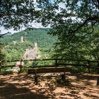 Attraktionen des Weges: Die Manderscheider Burgen, …
