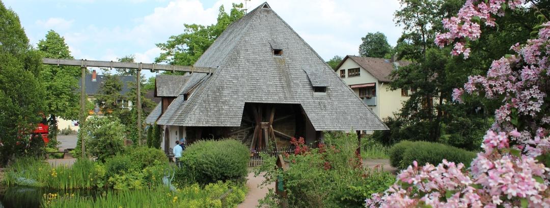 Mühlenplatz mit historischer Kirnachmühle