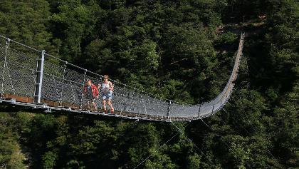 Die 270 Meter lange Brücke über den Sementina-Graben.