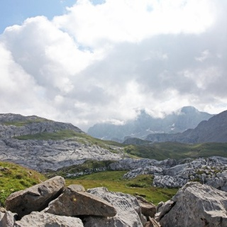 Steine und Kalkfelsen -  foto: Martin Mühlegg