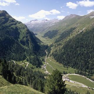 Avers Cröt mit Blick ins Val Madris