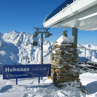 Hohsaas-Bergstation mit Panorama