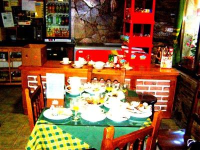 emsiger Pilger-Frühstücks-Betrieb in Triacastela