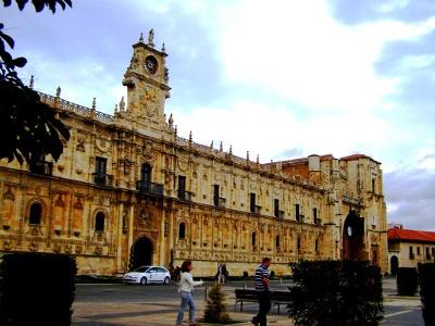 Kirche und Hostal San Marcos