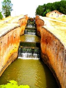 Staustufen des Canal de Castilla bei Frómista