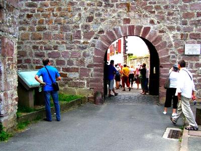 Saint-Jean: Pilgertor