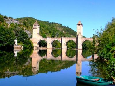Cahors: das Wahrzeichen  «Pont Valentré»