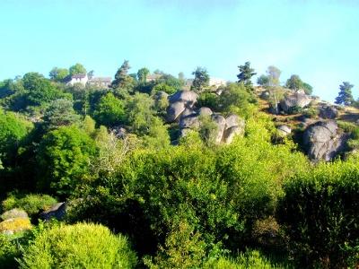 Felsbrocken kurz nach Aumont-Aubrac