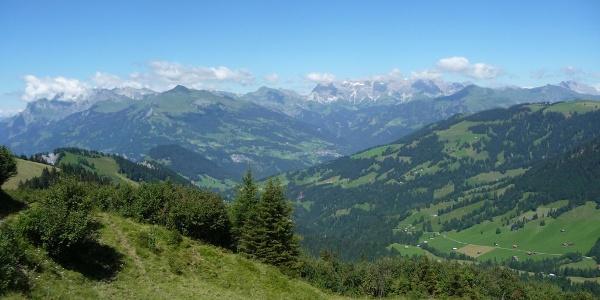 Blick auf Berg und Tal
