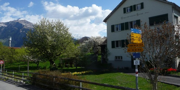 Start beim Bahnhof Igis, Blick zum Vilan