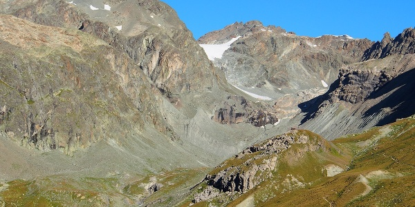 Chamanna Jenatasch mit Piz Calderas und Err Gletscher