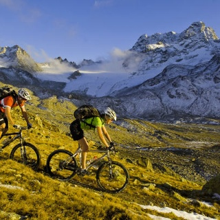 Popular bike tour through high-Alpine terrain