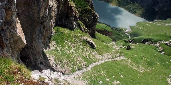 Blick ab Camona zum Panixer-Pass hinunter
