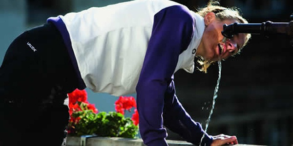 Trinken am Brunnen in Brigels - foto: M. Toniolo