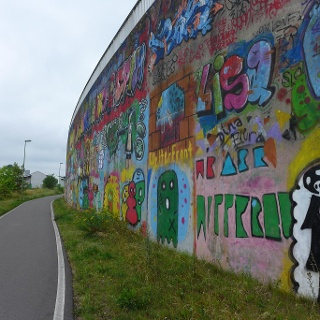 Graffiti an der Bahntrasse