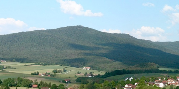 Kreuzfelsen mit Kaitersberg von Westen