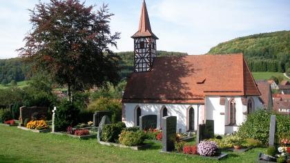 Kirche mit Fachwerk-Turm in Osternohe