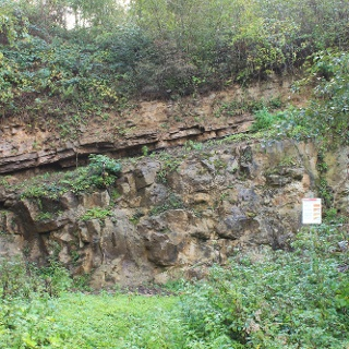 Alte Steinbrüche begleiten uns auf Schritt und Tritt
