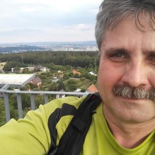 Vrchol výběhu - horní plošina rozhledny na Ostré horce. 405 m n. m. + 90 schodů (421 m.n.m.)