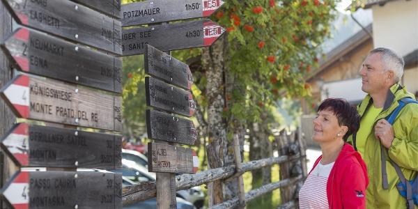 Wanderer auf dem Weg von Gfrill zur Königswiese