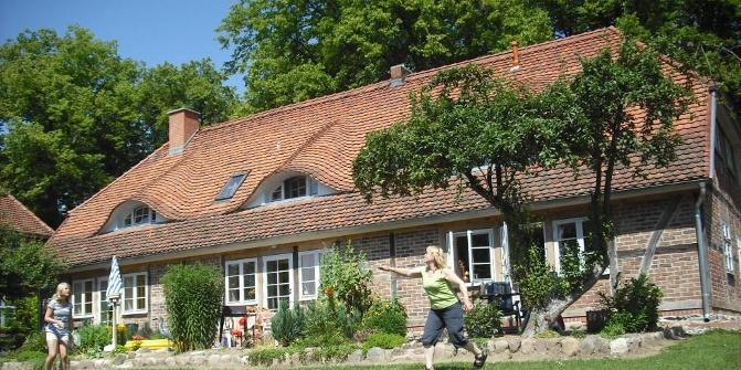 landhaus im gr nen historischer ort an der trebel ferienwohnung. Black Bedroom Furniture Sets. Home Design Ideas