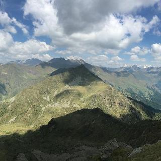 Auf dem Gipfel, Blick auf die Zillertaleralpen