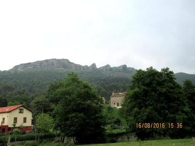 Vorgebirge entlang dem Weg